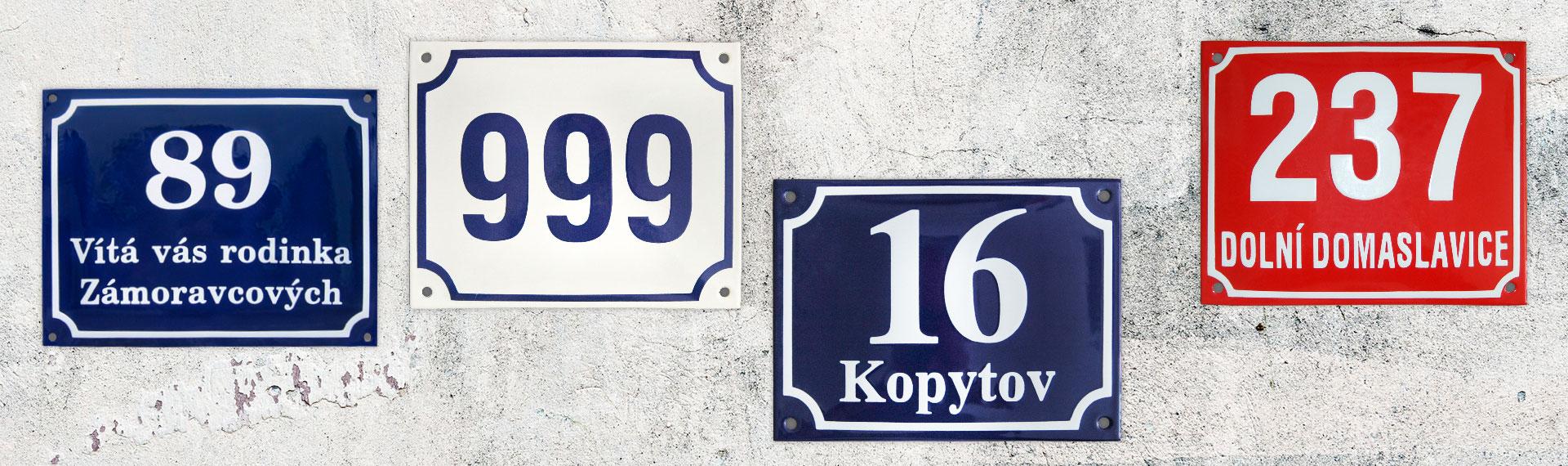 Smaltované uliční cedule a domovní čísla