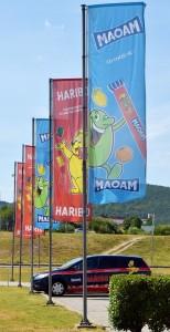Venkovní reklamní tištěné vlajky, zakázka pro HARIBO