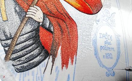 Inkoust, jímž vyšívačky vypichují motiv na hasičský prapor, má tajnou recepturu