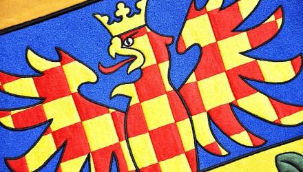 Vyšívané a tištěné vlajky, prapory, znaky pro instituce a úřady