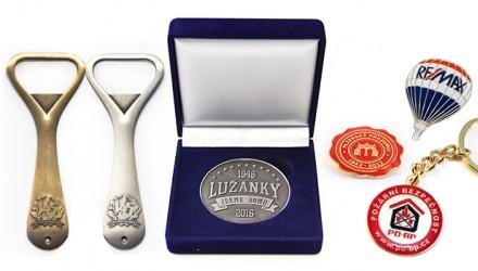 Odznaky, mince, medaile, manžetové knoflíčky, kravatové spony, klíčenky