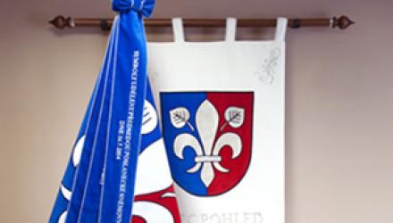 Vyšívané vlajky, prapory, znaky a stuhy