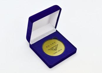 Pamětní medaile v dárkové krabičce.
