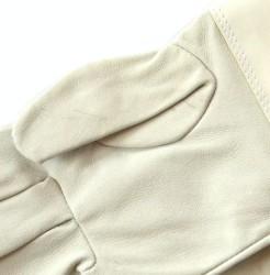 Detail kožených rukavic
