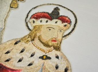 Detail výšivky sv. Václava na rubové straně původního praporu.