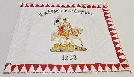 Na zadní straně historického praporu SDH Velké Němčice je vyobrazen hlavní národní patron sv. Václav.