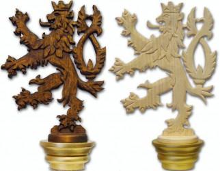 Ručně vyřezávaná hlavice k žerdi, motiv českého lva