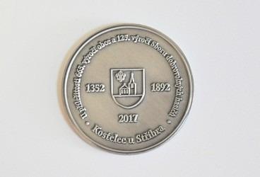 Zadní strana pamětní mince vyhotovené na zakázku.