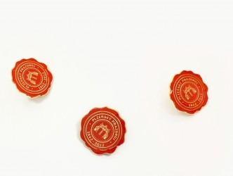Odznaky do klopy s uchycením na pin.