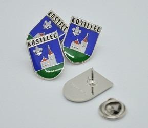 Odznaky se znakem a názvem obce Kostelec, uchycení pin.