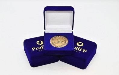 Pamětní medaile/mince v dárkové krabičce s vlastním potiskem.