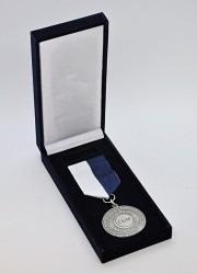 Zakázková výroba firemních pamětních medailí v dárkové krabičce.