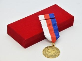 Záslužná medaile s vlastním motivem.