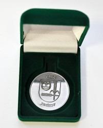 Pamětní mince dodáváme na zakázku i s reprezentativní krabičkou.