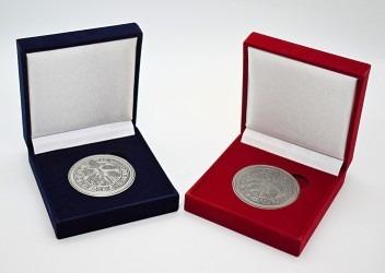 Pamětní mince vyrobené na zakázku.
