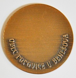 Zadní strana pamětní mince.