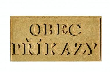 Pískovcová tabulka s názvem obce/města