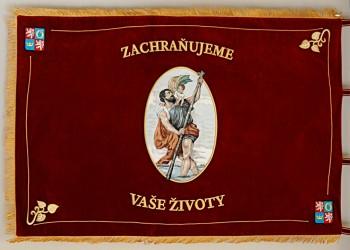 Slavnostní vyšívaný prapor pro zdravotnickou záchrannou službu Královéhradeckého kraje.