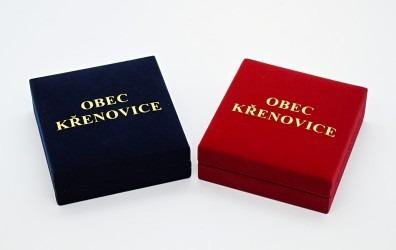 Pamětní mince dodáváme včetně reprezentativní krabičky s potiskem.