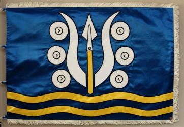 Saténová vyšívaná vlajka obce Dlouhá Ves.