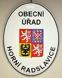 Smaltovaný ovál s velkým státním znakem ČR a označením obecního úřadu
