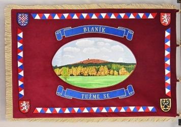 Revers vyšívaného sametového praporu Sokolské župy Blanické, 100 × 150 cm.