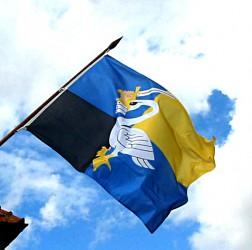 Obecní vlajka na venkovní žerdi