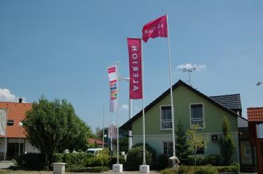 Vlajkové stožáry pro venkovní tištěné vlajky