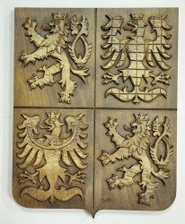 Ručně vyřezávaný znak České republiky