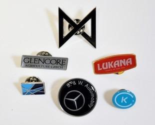 Výroba - firemních odznaků s logem a názvem firmy.