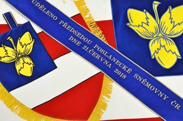 Vyšívaná kolekce symbolů - znak, slavnostní vlajka a stuha pro městskou část Brno - Nový Lískovec.
