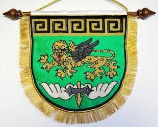 Osobní znak v podobě vyšívané stolní vlaječky.