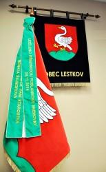 Slavnostní vyšívané symboly obce Lestkov.