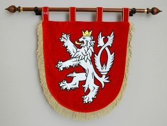 Vyšívaný malý státní znak České republiky.