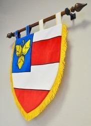 Slavnostní znak v podobě štítu městské části Brno – Nový Lískovec