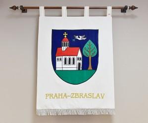 Vyšívaný znak městské části Praha–Zbraslav