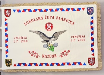 Avers vyšívaného sametového praporu Sokolské župy Blanické, 100 × 150 cm.