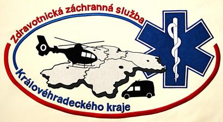 Detail výšivky praporu, zdravotnická záchranná služba Královéhradeckého kraje.