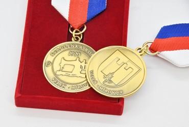Oboustranné pamětní medaile s dárkovou krabičkou pro obce Veleň - Mírovice.