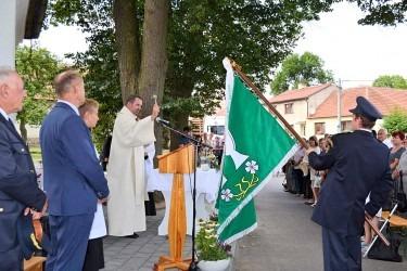 Žehnání nových obecních symbolů obce Hodov.