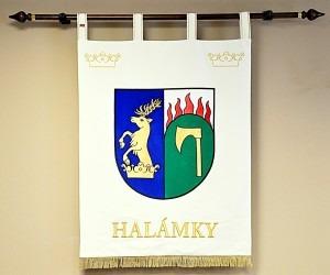Znak ve velkém provedení vyhotovený pro obec Halámky.