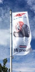 Venkovní tištěné vlajky pro automobilky a importéry