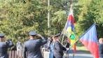 Projev úcty padlým hrdinům u pomníku jako součást slavnostního průvodu, obec Lipec.