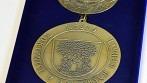 Závěsná insignie se znakem a názvem města Rokytnice v Orlických horách