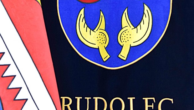 Heraldické okénko - znak a vlajka obce Rudolec